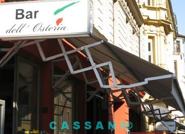 Fassadenmarkise mit Scherenarmen Bar dell Osteria Muenchen