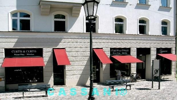 Design Markise für Fenster mit Klapparmen vom Markisenhersteller Cassani