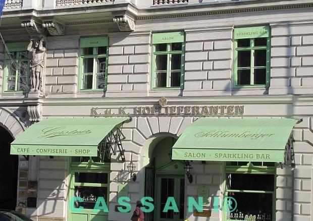 Fassadenmarkisen mit Scherenarmen für Geschäfte und Schaufenster