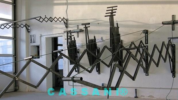 Stabile Scherenarme aus Stahl als Regenmarkise vom Markisenbau Cassani