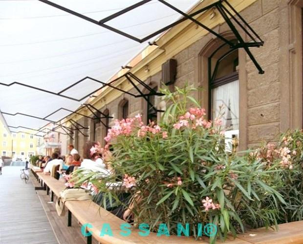 Regenmarkise für Gastronomie mit Scherenarmen von Markisen Cassani