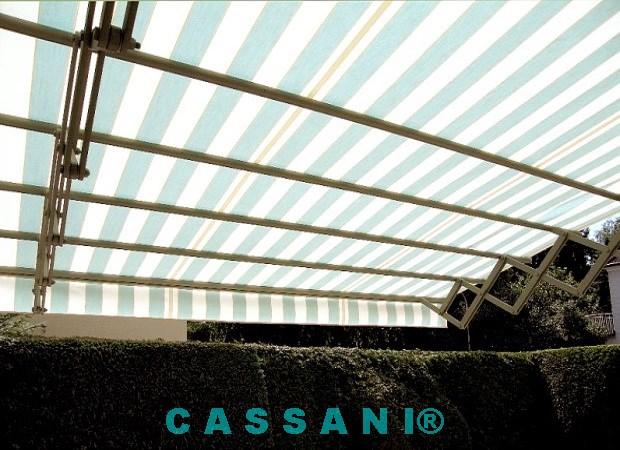 Design Markise mit Scherenarmen zur Beschattung von Terrassen vom Markisenhersteller Cassani